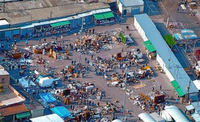 Acoso de la Guardia Urbana a la venta de m�viles robados en los Encants