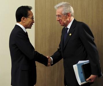 El presidente surcoreano, Myung-bak, y el primer ministro italiano, Mario Monti, en Seúl.