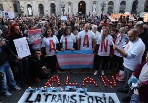 Concentracion pel suïcidi dun transsexual de 17 anus per acoso escolar