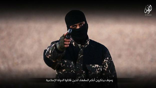 Un miembro del Estado Islámico amenaza al Reino Unido antes de la ejecución de cinco espías.