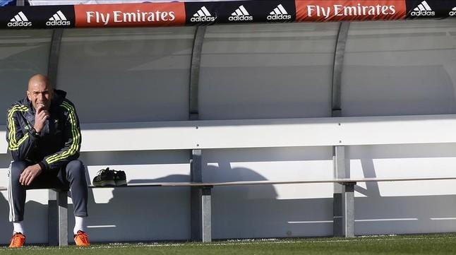 Zidane, durante un entrenamiento con el Madrid