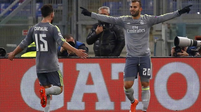 Jesé celebra con Carvajal su gol en el Olímpico, ante el Roma