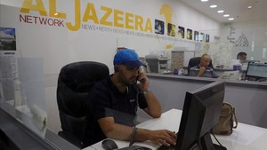 zentauroepp39590052 employees work inside the office of the qatar based al jazee170807172947