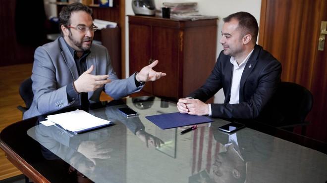 El alcalde de Terrassa, Jordi Ballart, y el alcalde de Sabadell, Juli Fern�ndez, mantiene su primera reuni�n oficial en el Ayuntamiento de Sabadell.
