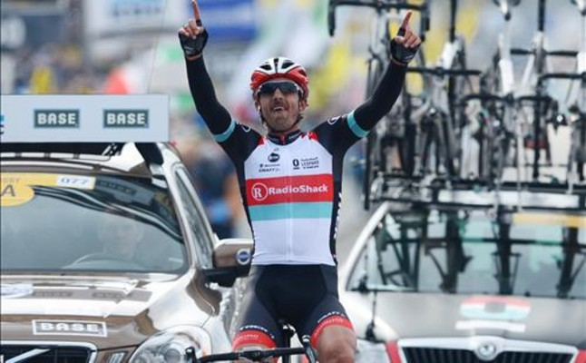 Un Cancellara enorme hace historia al ganar el Tour de Flandes de los 100 años