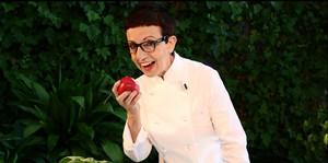 Carme Ruscalleda es unade los chefs que ha participado en el calendario solidario de la Asociación Esclat.
