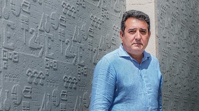 El exalcalde de Sabadell, Manuel Bustos, tras la entrevista con EL PERI�DICO