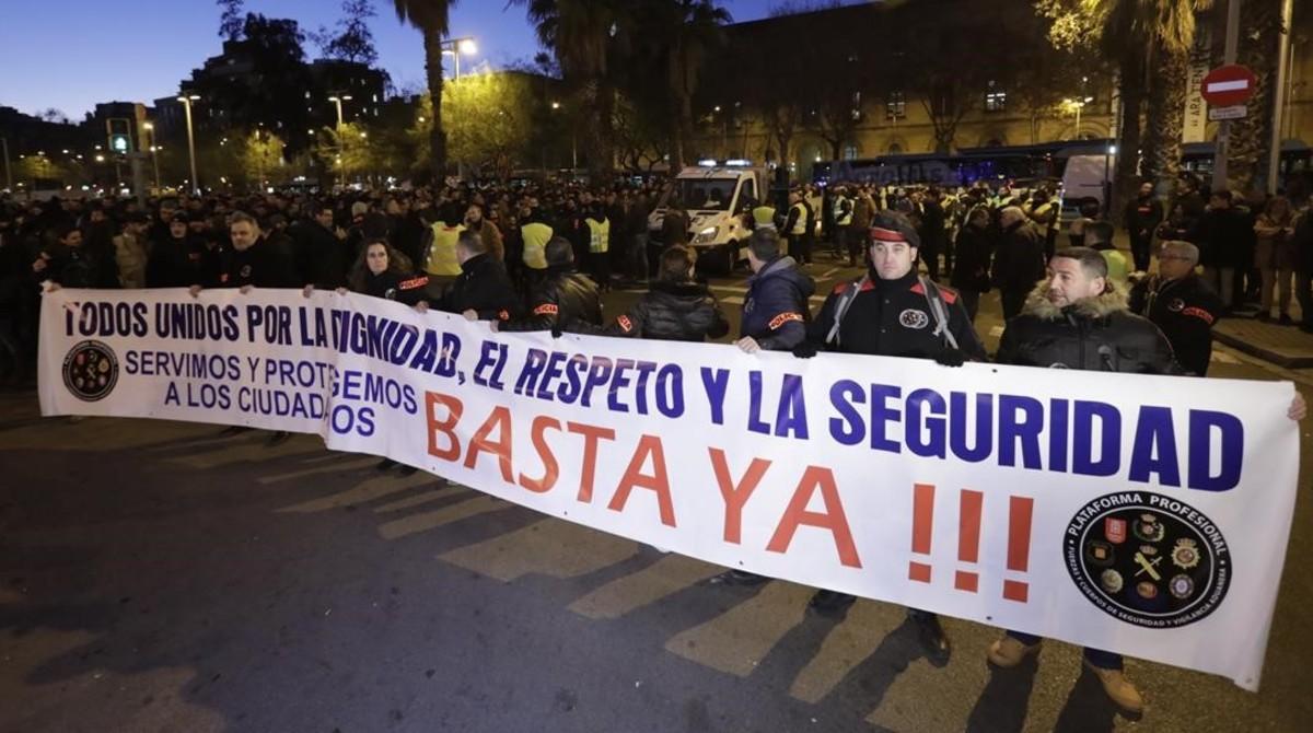 """Mossos, guàrdies urbans i altres policies es manifesten perquè se senten """"desprotegits"""""""