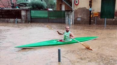 Una tempesta causa inundacions a Girona i obliga a tallar la N-2
