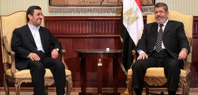 Egipto recibe a Ahmadineyad con todos los honores