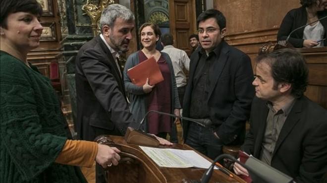 Colau emplaza a los posibles socios a entrar ya en el gobierno de Barcelona