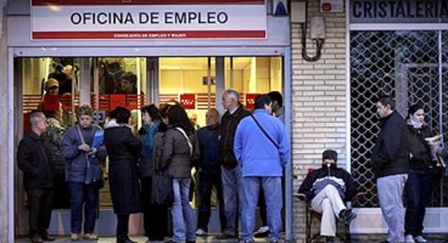 M s de un mill n y medio de parados tienen pocas for Oficina de empleo madrid