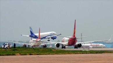 Varios aviones en el aeropuerto de Nueva Deli.