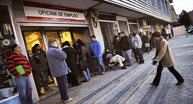 Espa a aport dos de cada tres nuevos parados de la for Oficina de empleo barcelona