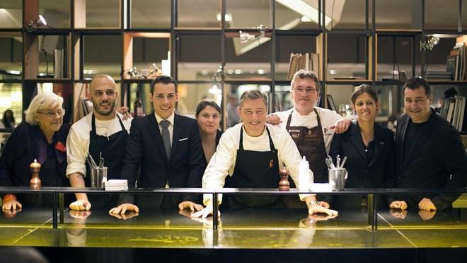 De izquierda a derecha, Rosa María Esteva, Rafa Panatieri, Guillermo Cruz, Nerea Sorribes, Joan Roca, Andoni Luis Aduriz, Cecilia Guedes y Josep Roca.