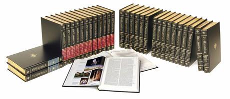Imagen de los 32 volúmenes que componen la Enciclopedia Británica.