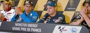 Rossi, Lorenzo y Crutchlow aplauden a un emocionado Stoner, que ha anunciado su retirada.