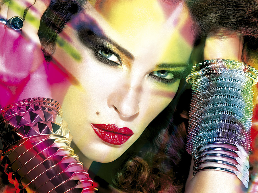As� se hizo el calendario 2013 de Maybelline New York.