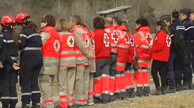 Equipos espa�oles de Cruz Roja reciben a las familias que viajan desde Catalunya a los Alpes franceses.