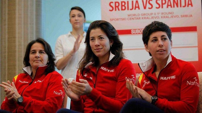 Conchita Martínez, Garbiñe Muguruza y Carla Suárez, en la rueda de prensa del equipo español en Kraljevo.