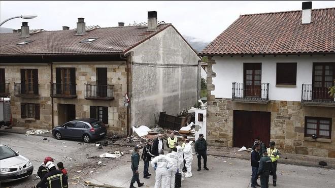 Tres morts a l'estavellar-se una avioneta en un poble de Navarra