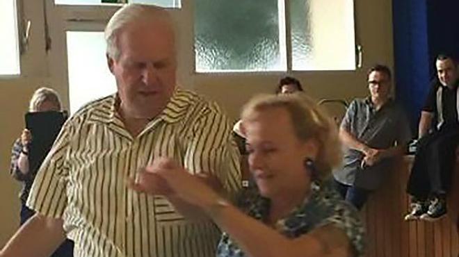 Dietmar i Nellia Ehrentraut executen el ball que sha fet viral
