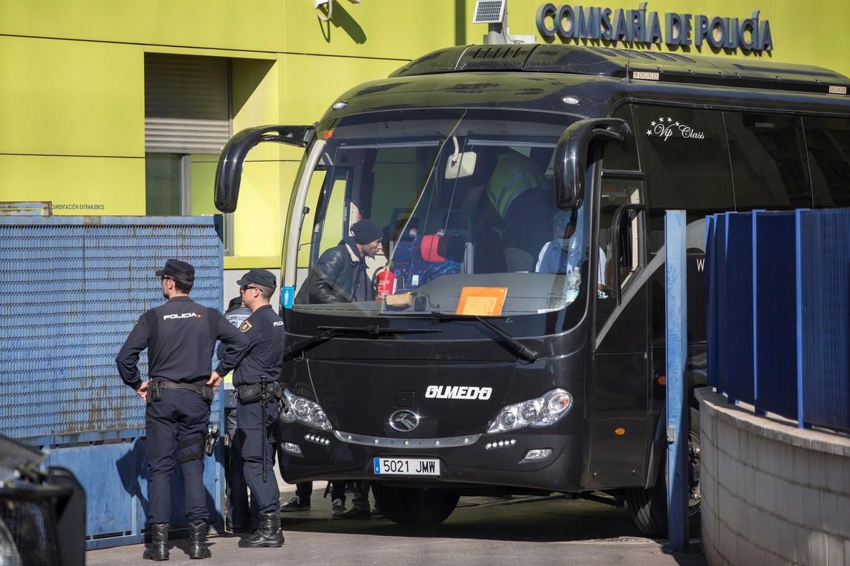 Los inmigrantes llegados a Cartagena se trasladan al futuro CIE de Málaga