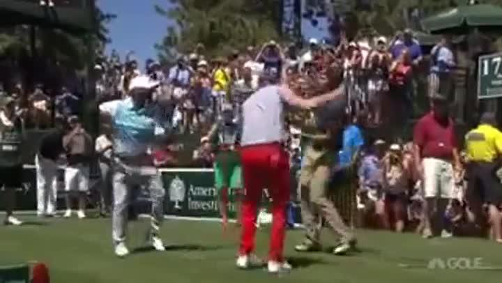 Alfonso Ribeiro y Justin Timberlake bailan en un torneo de golf como Carlton Banks en 'El pr�ncipe de Bel Air'.