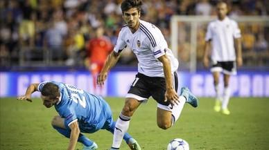 Andr� Gomes, en un partido de la pasada temporada del Valencia contra el Zenit de San Petersburgo.