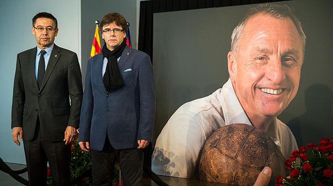 Autoridades y personalidades del deporte rinden homenaje a Johan Cruyff.