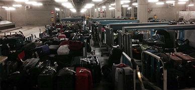 Cientos de maletas pendientes de enviar a sus due�os.