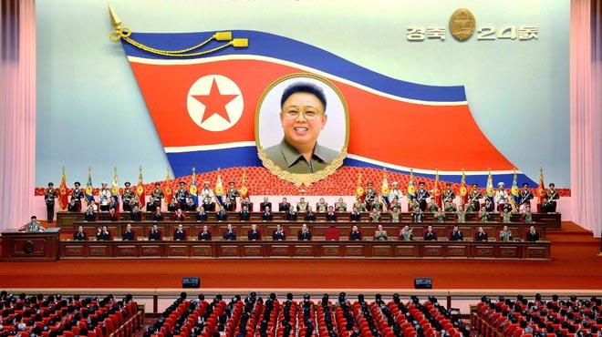 """Corea del Nord diu que està """"preparada per a la guerra"""" després del desplegament naval dels EUA"""