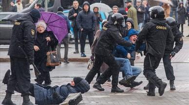 Detención de manifestantes en Minsk.