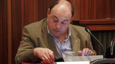 Detenido el concejal de Figueres que grabó a un hombre en un lavabo