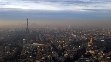 Episodi de contaminació a la ciutat de París vist des de la torre de Montparnasse.