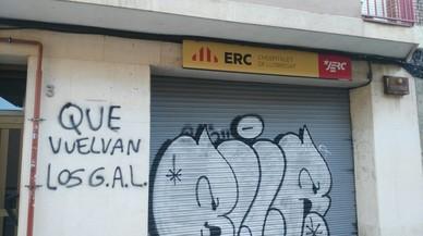 Apareixen pintades amenaçants a les seus d'ERC i el PDC a l'Hospitalet