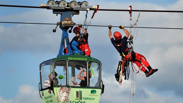 Espectacular rescate de un teleférico en Alemania