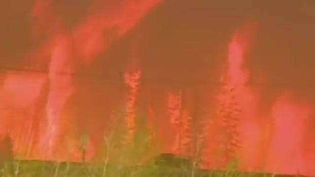 Un gran incendi forestal obliga a evacuar 30.000 persones al Canadà