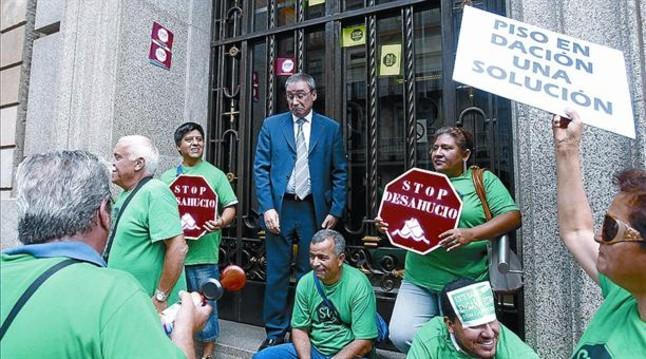 Jueces y fiscales amenazan con relegar las demandas bancarias for Oficinas bancarias abiertas por la tarde