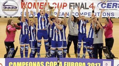 Las jugadoras del Voltregà celebran su victoria en la final de la Copa de Europa contra el Gijón.