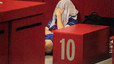 Leo Messi se tapa la cara tras la derrota.