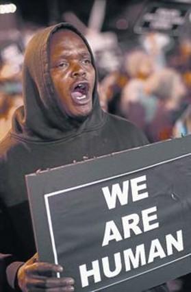 Otro joven negro muere por disparos de la polic�a en EEUU