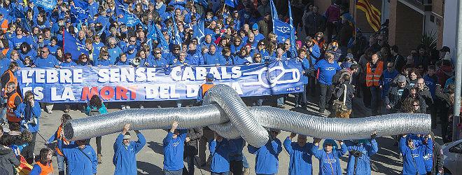 Miles de personas, en las calles de Amposta.