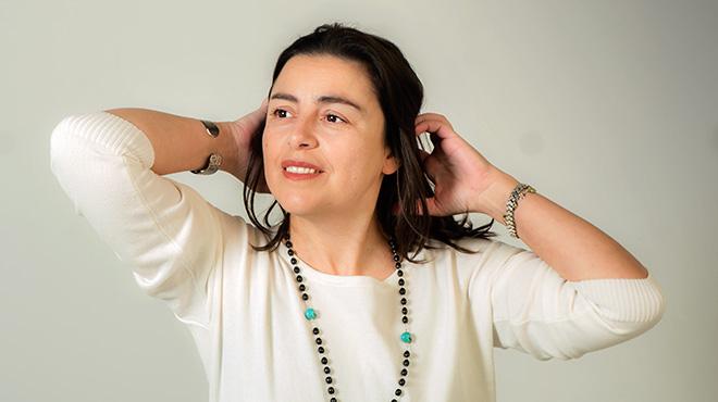 La cantant Claudia Crabuzza interpreta 'Ernesto' en acústic.