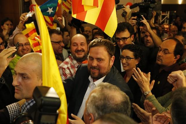 CiU gana pero sufre un duro revés electoral