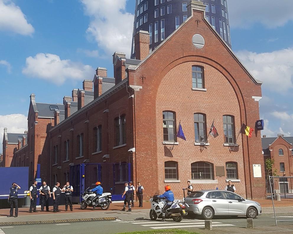 Dos policías heridas a machetazos en una ciudad belga