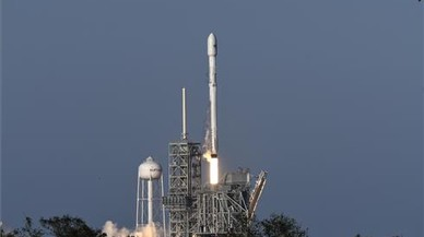 SpaceX llança amb èxit el primer coet reciclat