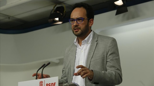 El PSOE exige a Iglesias que renuncie a puntos clave de su oferta