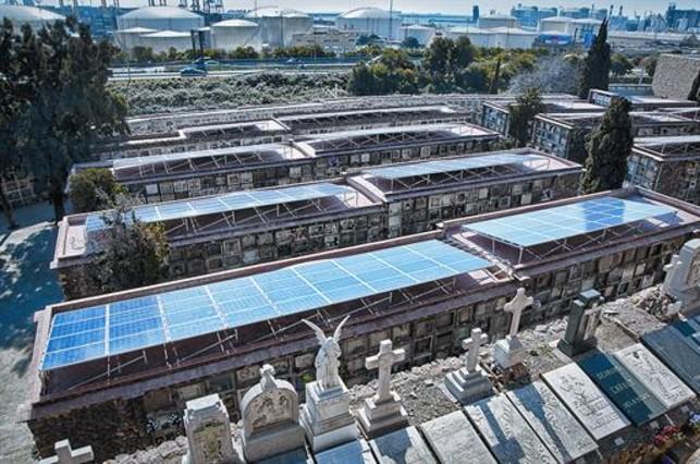 El cementerio de montju c instala un parque de energ a solar for Placas solares barcelona