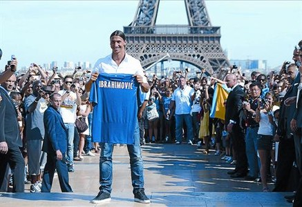 Zlatan Ibrahimovic, en su presentacin como jugador del Paris SG.